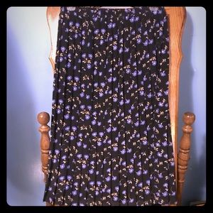 Leslie Fay Black and Purple floral Maxi Skirt.